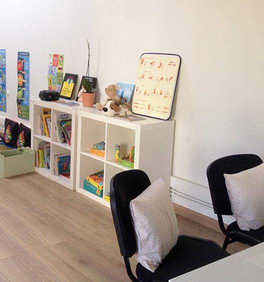 Le cabinet de l'arbre Bleu à Poitiers. Claire Boutillier ( psychlogue enfant et ado), Delphine Georgelet (diététicienne-nutritionniste), Margot Fortin(Ethologue-Comportement animal)