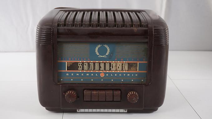 1940s General Electric Kilocycles Police Radio - Asis