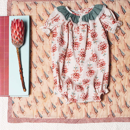 Birinit Petit Flor Nenúfar Ruffle Collar Baby Romper