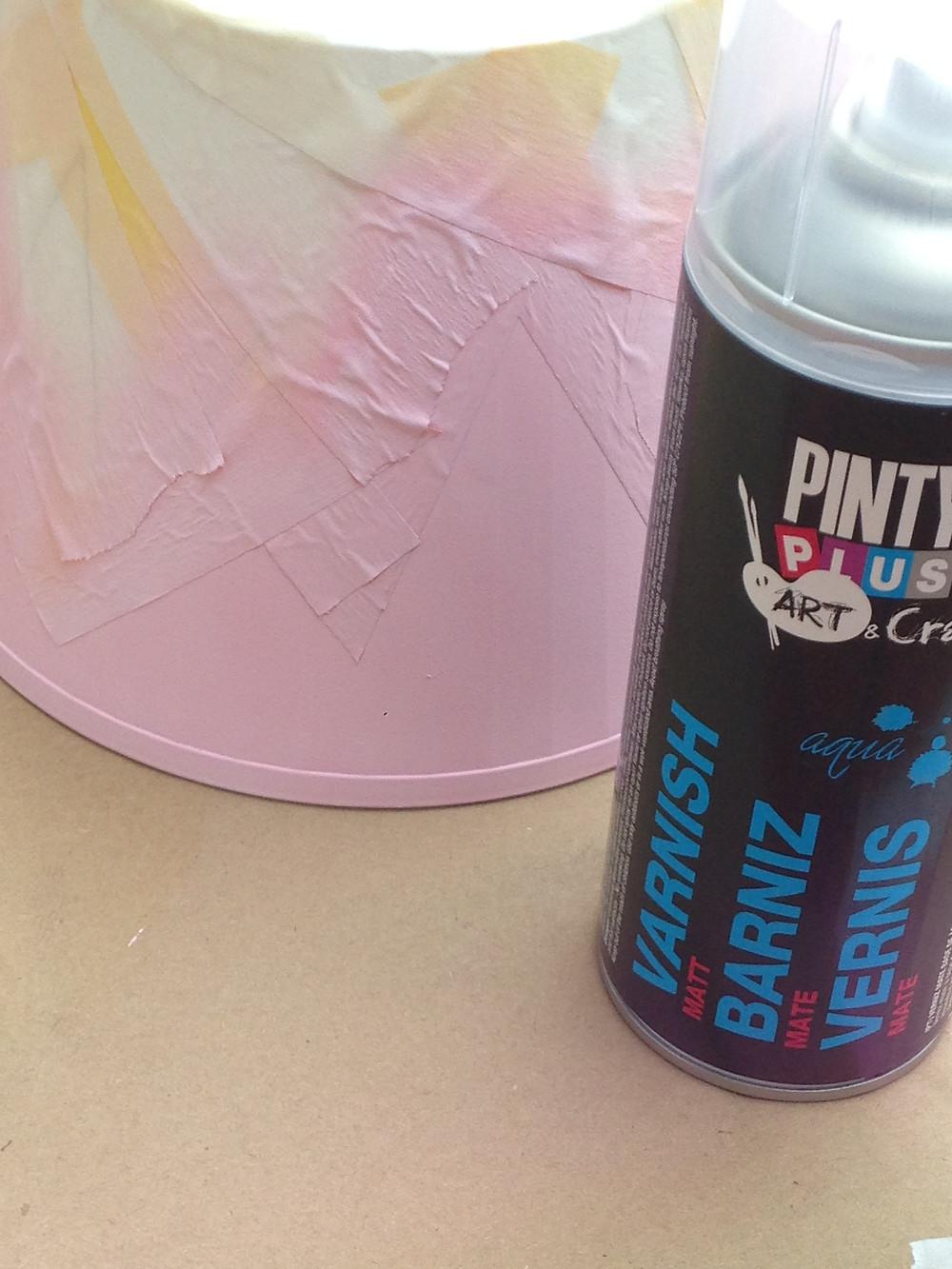 Aplicación de barniz en Spray