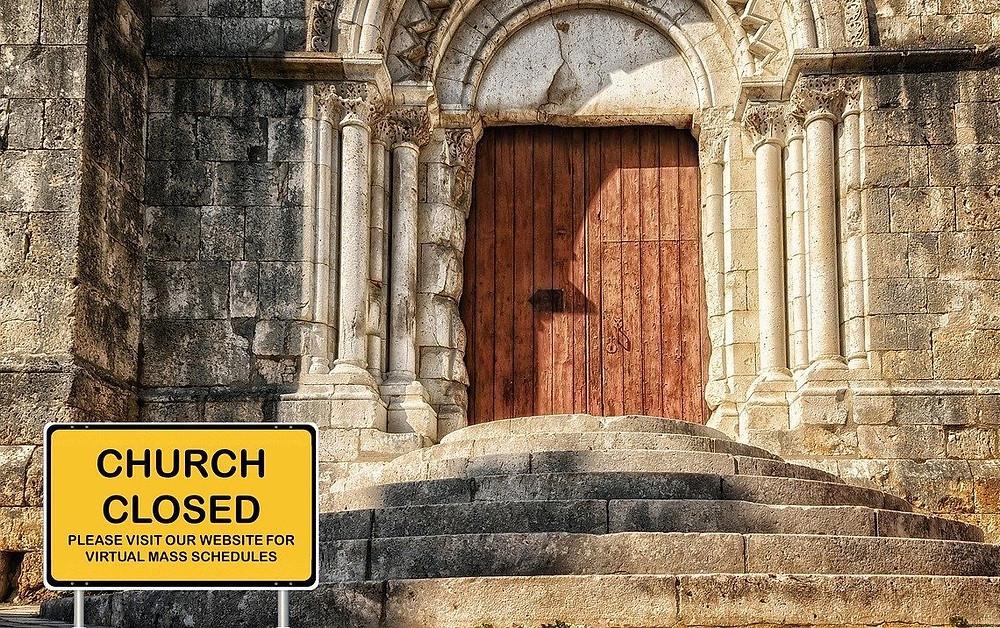 church closed sign due to coronavirus