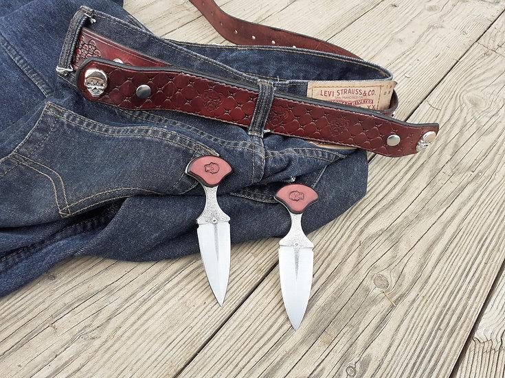 Paire de couteaux et ceinture