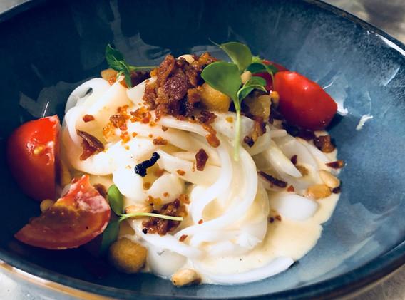 Nos délicieux encornets carbonara...un plat signature du chef!