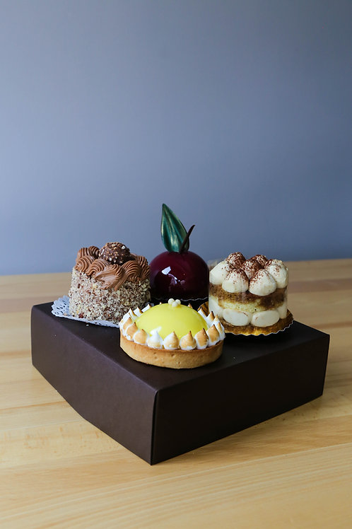 Set of 4 assorted cakes