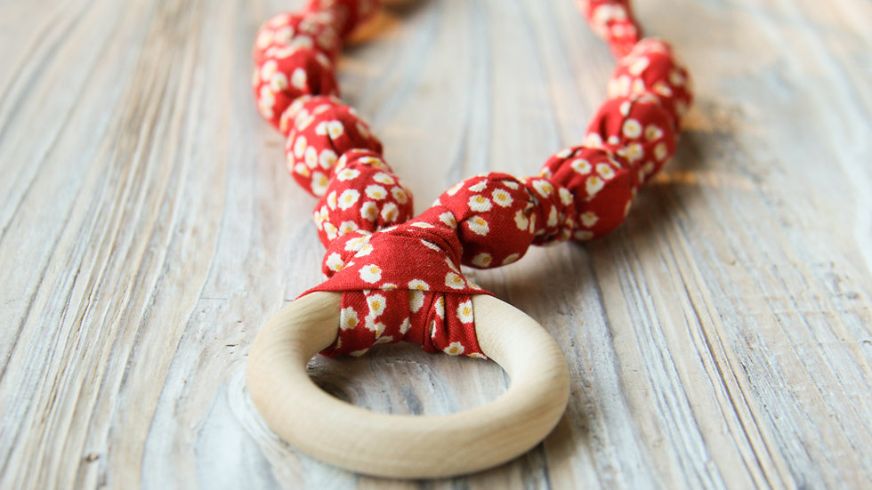 Rött amningshalsband - tyghalsband med bitring