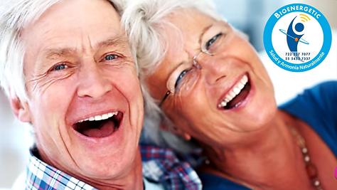 Anciano y Anciana riendose Feli.png