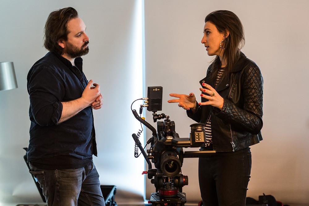 filmmakers Matt Rozier und Julia Schönstädt discussing camera direction on film set