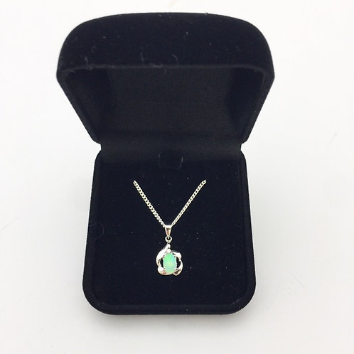 White opal pendant set in 18k white gold with 925 silver chain/ P7583