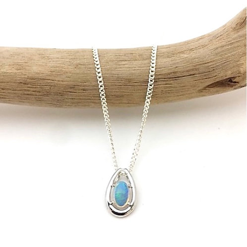 White opal pendant set in 18k white gold with 925 silver chain / P7743