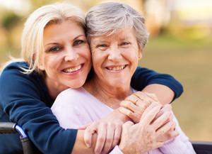 Anziani con demenza in famiglia: aiutare chi li aiuta