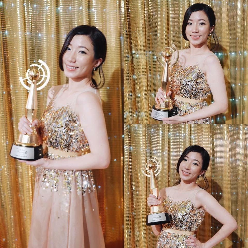 "DJ Ying Ying won ""最佳女DJ"" title Anugerah Seri Angkasa award."