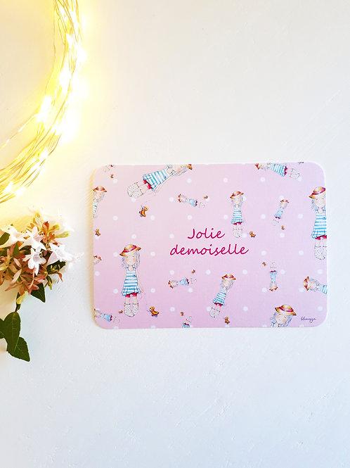 89 Jolie Demoiselle fond rose