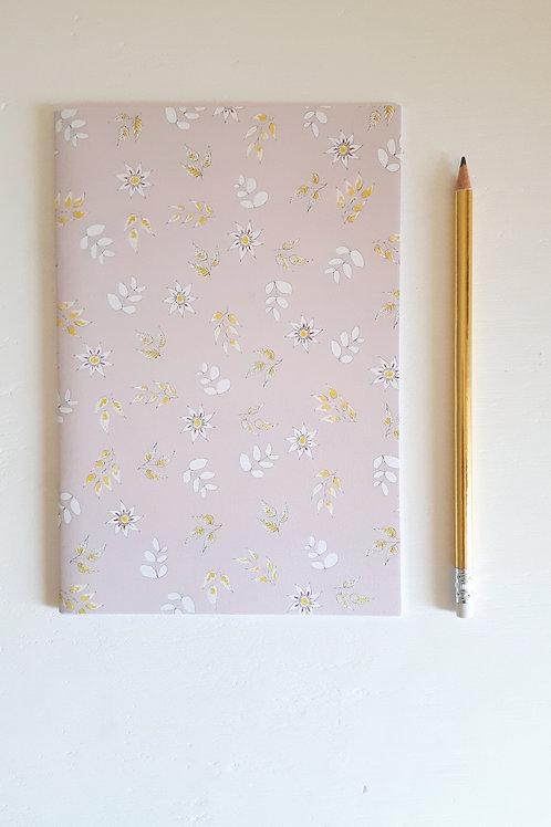 3 cahier fleuri fond rose pâle