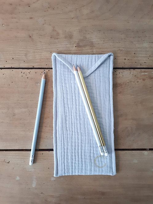 grande pochette à crayons coloris gris