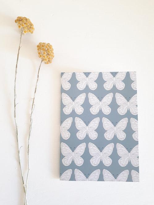 37 carnet impression grands papillons fond gris bleu