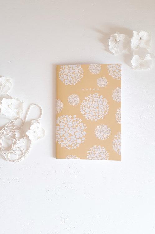 carnet hortensias fond jaune poussin