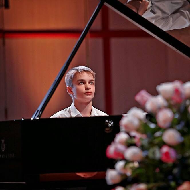 Nikita Burzanitsa, piano - Maison de l'Avocat
