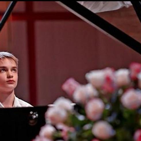 Nikita Burzanitsa, piano