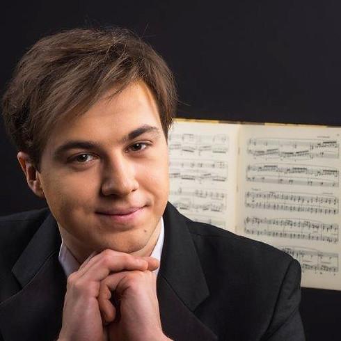 Dmitrii Kalashnikov, piano