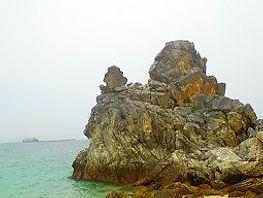 ゴリラチョップ(崎本部緑地公園)ゴリラ岩の写真