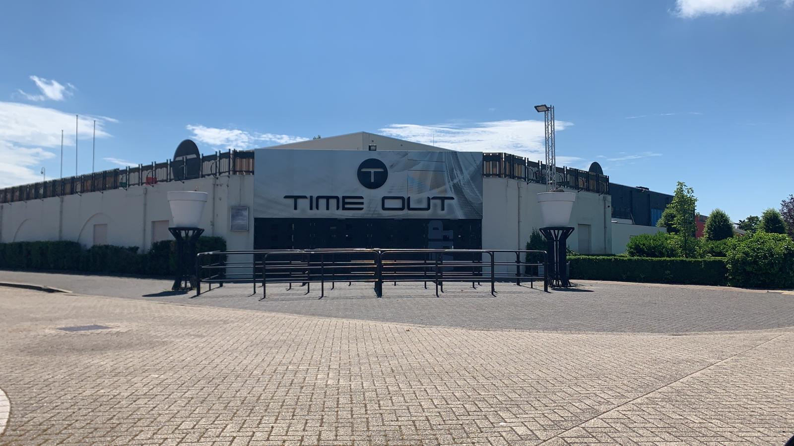 AREA 2 - TIME-OUT ENTRANCE