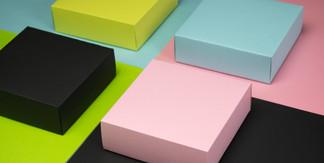 Kolaż opakowań kolorowe pudełka.jpg
