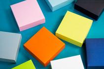 kolorowe pudełka opawkowania