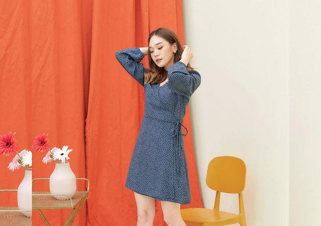 CS2020-BLUE-WRAP-FLORAL-DRESS--01.jpg