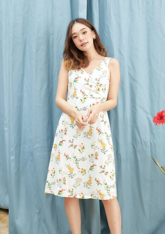 CS2020-WHITE-FLORAL-DRESS--02.jpg