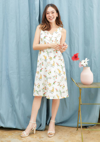CS2020-WHITE-FLORAL-DRESS--01.jpg