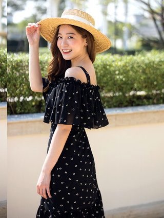 SP2020-Black-OffShoulder-Dress--06.jpg