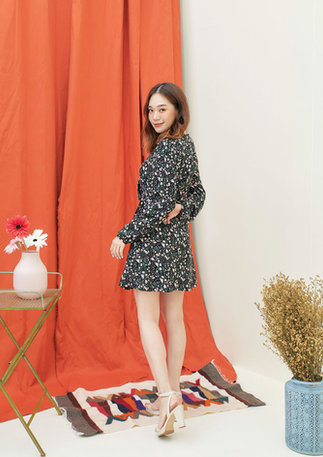 CS2020-BLACK-WRAP-FLORAL-DRESS--01.jpg