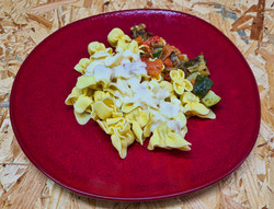 Fagottini au jambon cru italien accompagnés de ratatouille