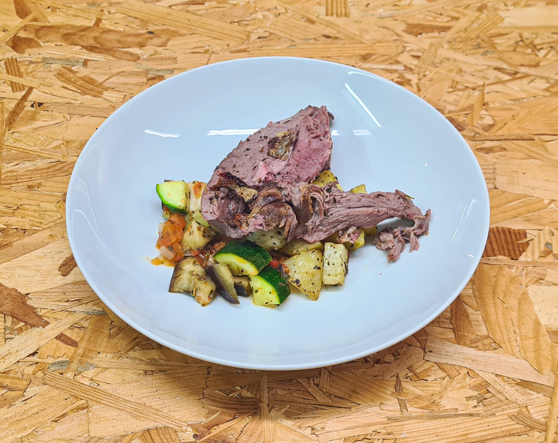 Gigot d'agneau cuit et pommes de terre a