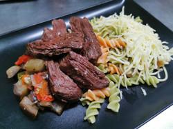hampe de boeuf pâtes et légumes