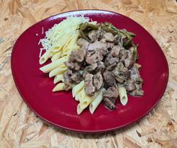 Fricassée de volailles accompagnée de pâtes aux cèpes et haricots verts