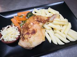 cuisse de poulet grillée, pennes et légu