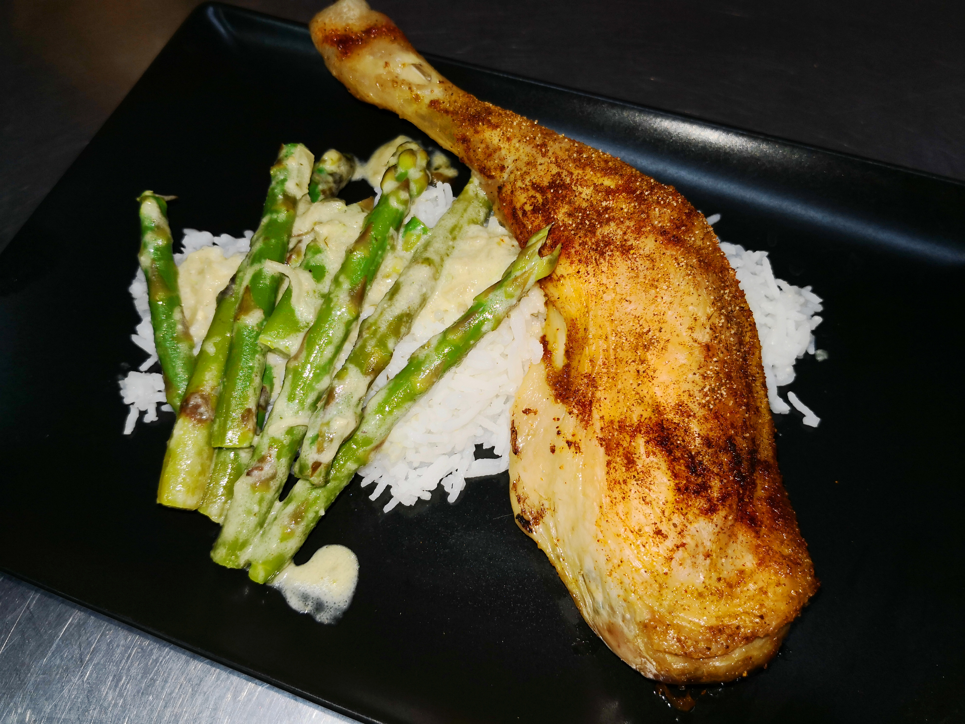 cuisse de poulet grillée aux asperge