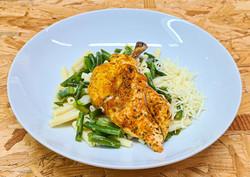 Suprême de poulet, macaroni et haricots