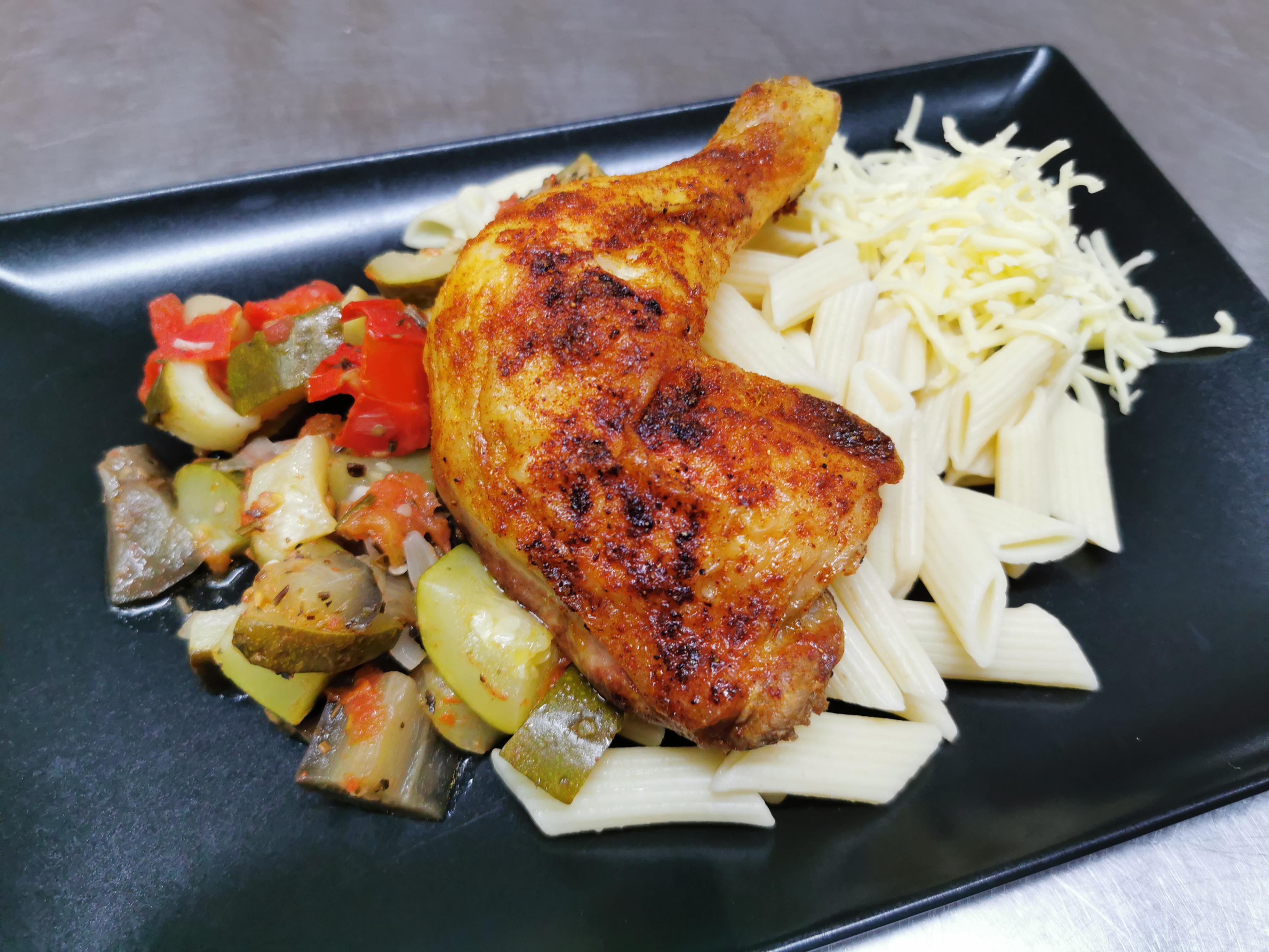 cuisse de poulet grillée gratin de pennes