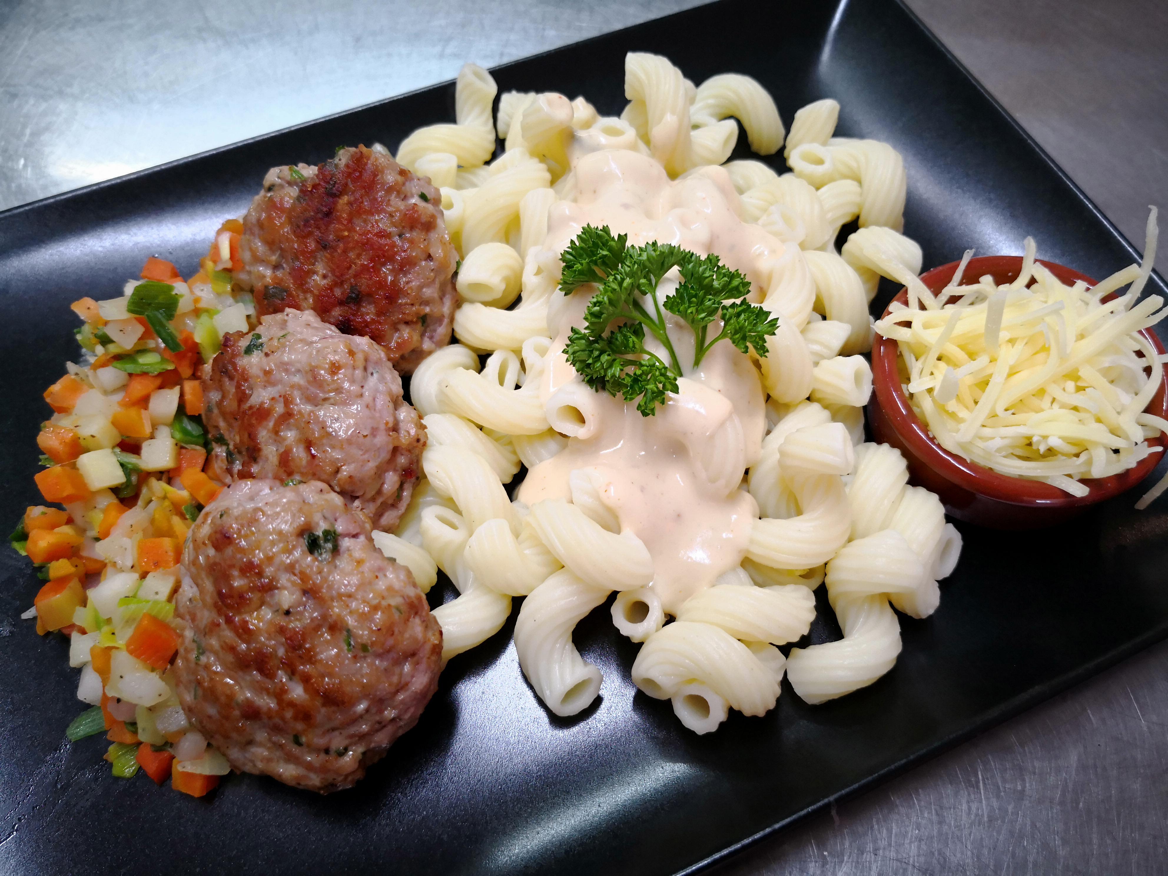 Boulettes d'agneau pâtes et chou