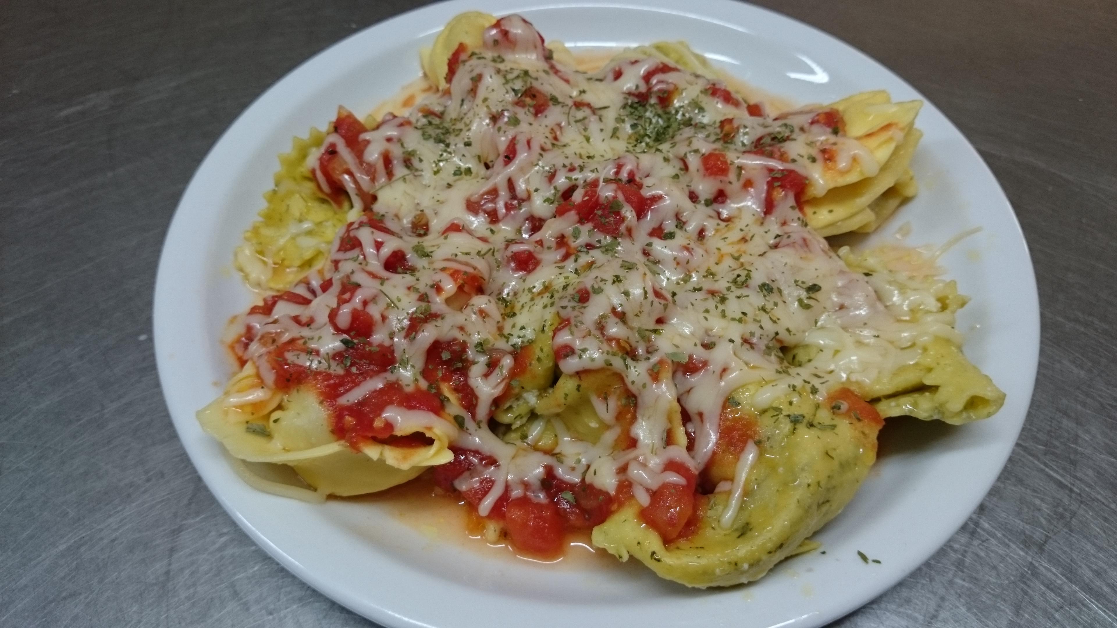 Tortellini au pesto sauce tomate