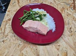 filet saumon frais sauce cebette et citron verts confit