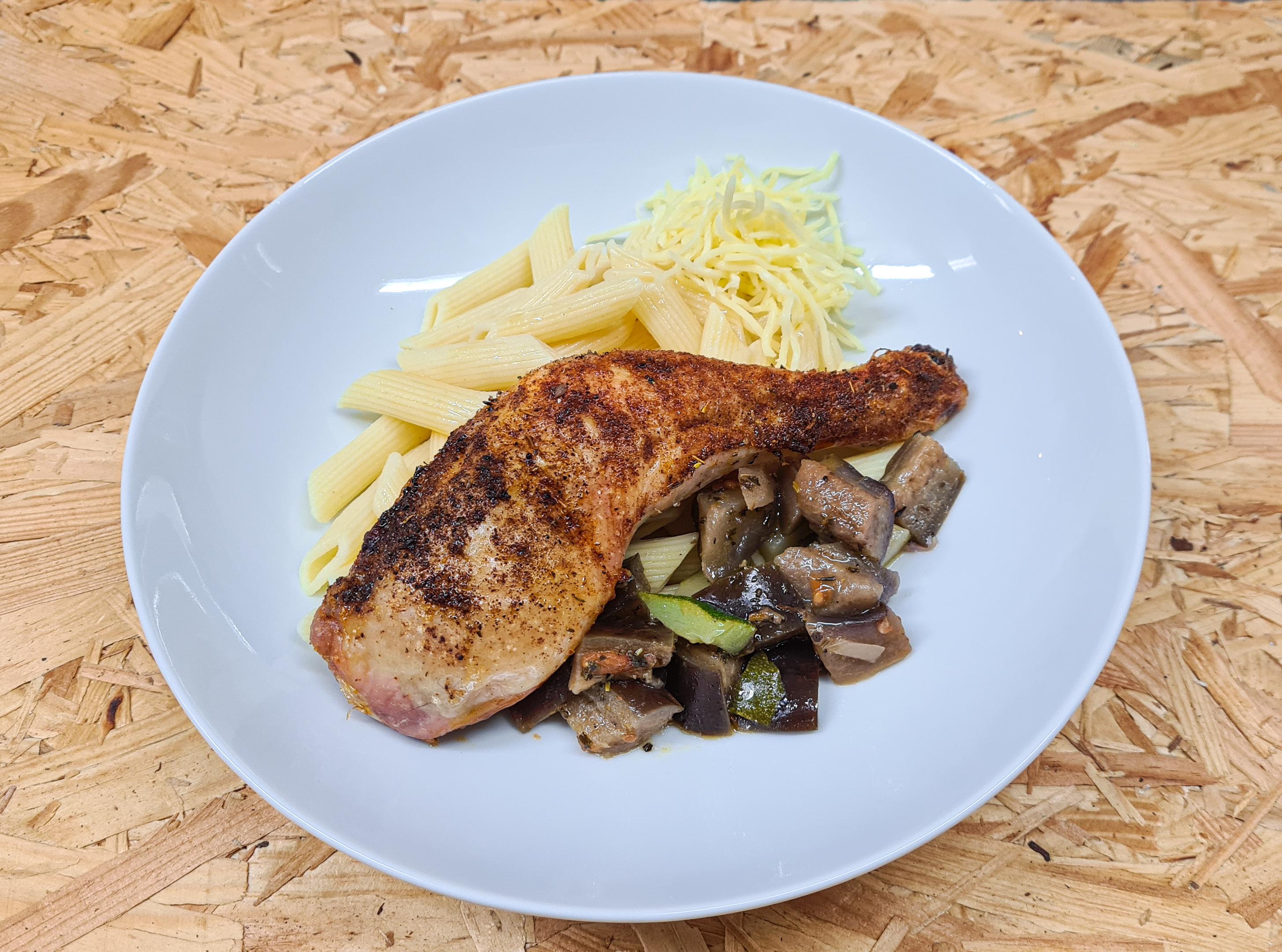 Cuisse de poulet grillée accompagnée de