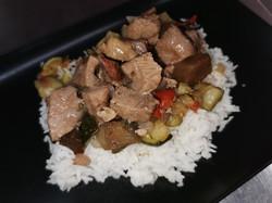 sauté de veau, riz et ratatouille
