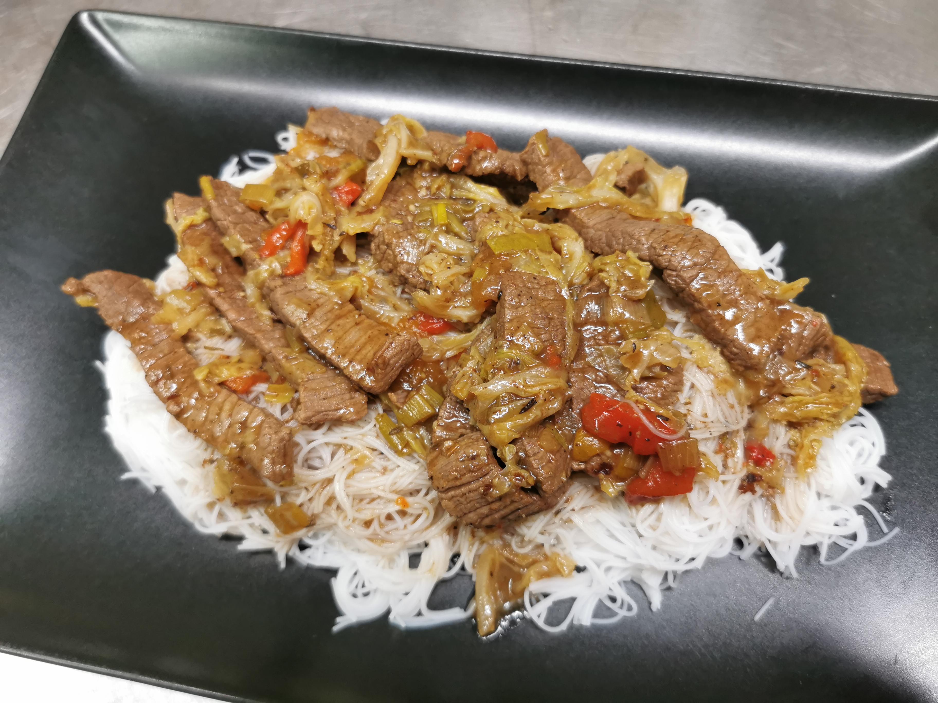 Emincés de boeuf aux nouilles asiatiques