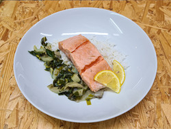 Filet de saumon poché accompagné de riz