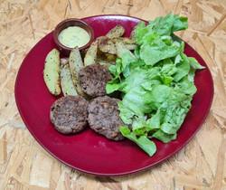 Boulettes de bœuf façon Kefta accompagnées de pommes de terre au four et salade verte