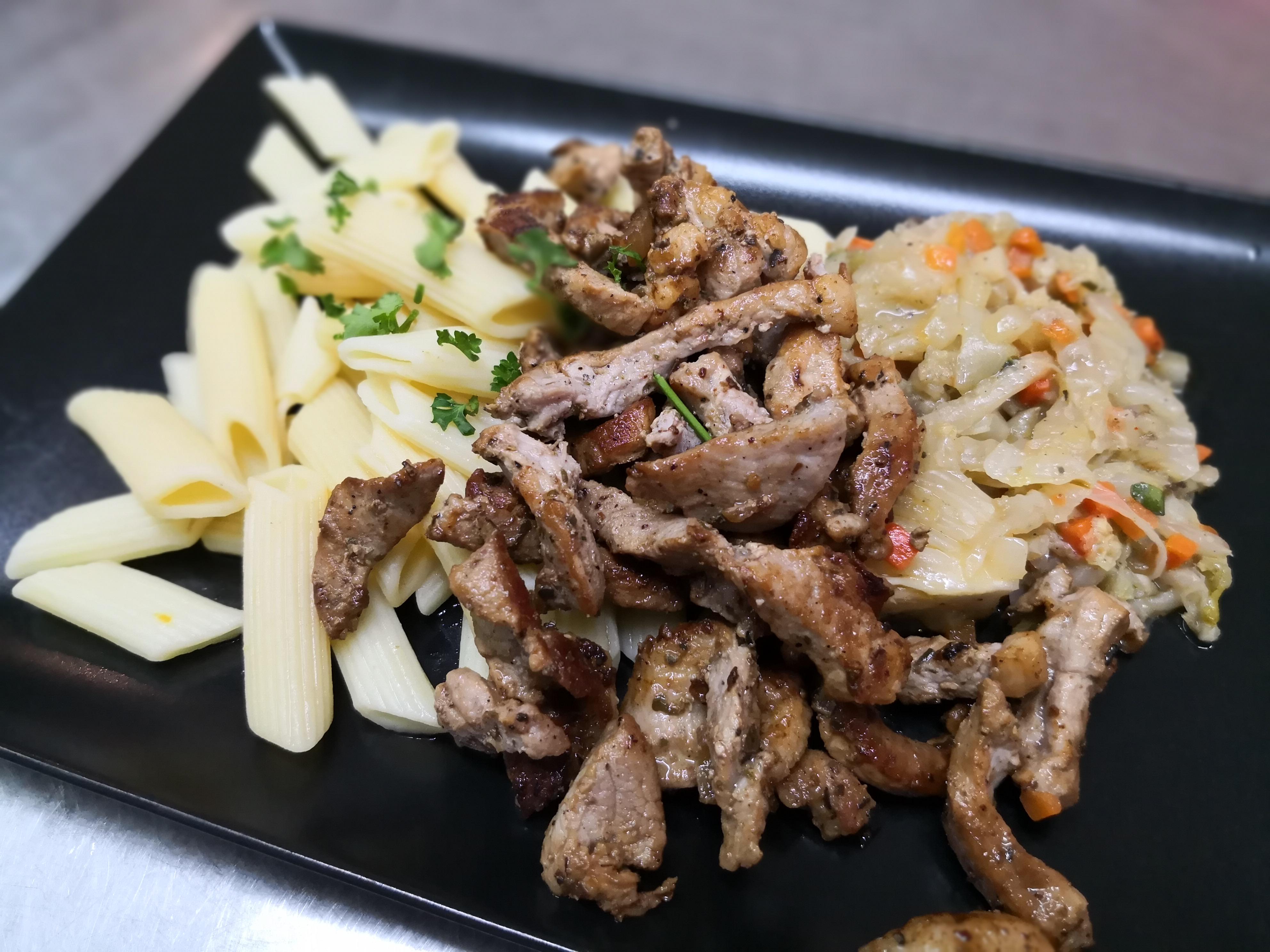 émincés de porc, légumes, pâtes