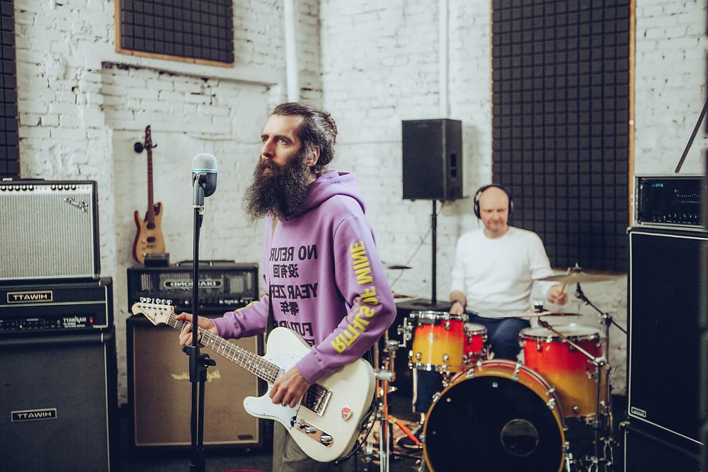 Антон Вартанов и Алексей Хрипач. Фото со съемок клипа группы Магнитная Аномалия 2021 год